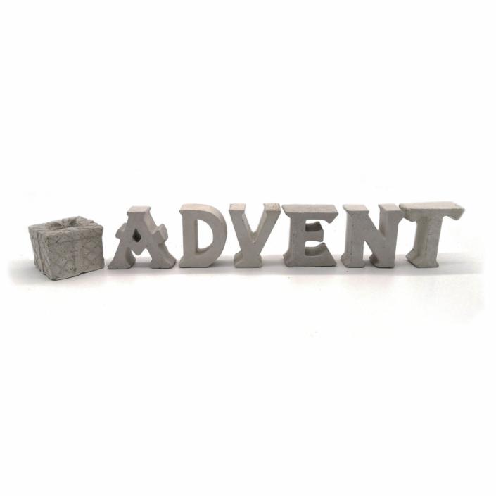 Dekorationsvorschläge für Weihnachte - Beton Buchstaben Advent mit Geschenk