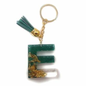 Epoxidharz Deko - Resin Anhänger Buchstaben in gold und grün